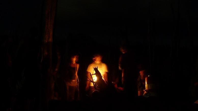 Une petite flambée avant le retour canoë en nocturne