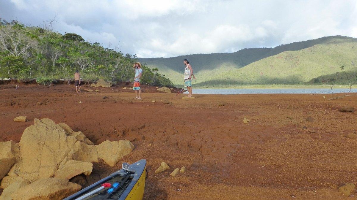 Explorations à terre, trip canoé lac Yaté - exploring Yate canadian canoe