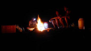 bivouac lac Yaté Rivière Bleue - campfire yate lake New Caledonia